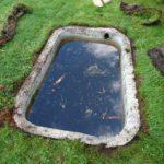 Sadeveden keräävä allas josta saa kasteluvettä puutarhaan.